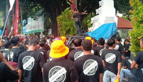 Foto Dampak Aksi Pro dan Kontra Tambang Emas, Sektor Pariwisata Pancer Merugi