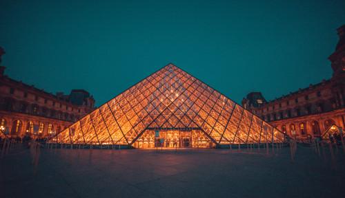 Foto Museum Louvre Ditutup Sementara Imbas Merebaknya Virus Corona di Prancis
