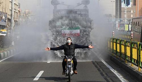 Foto Totalitas! Iran Kerahkan Pasukan Khusus dengan Senjata Meriam Air buat Semprotkan Desinfektan