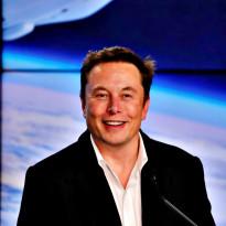 Pamor Tesla Meroket, Kekayaan Elon Musk Lampaui Warren Buffett!