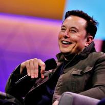 Elon Musk Jual Celana Pendek Langsung Habis dalam Hitungan Menit!