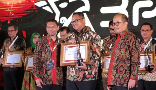 Foto Taspen Terima Penghargaan Emerging Industry Leader