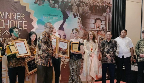 Foto Eca Maresha, Beautypreneur Raih Women of Excellence Indonesia Award