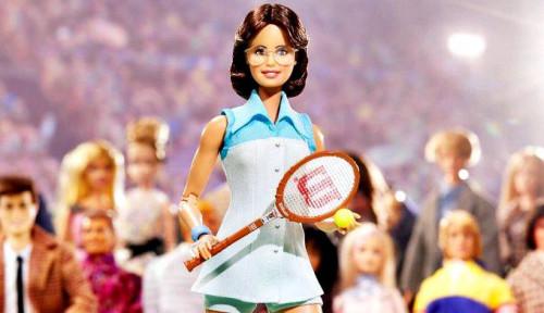Foto Populer di Generasi 90an, Siapa Sebenarnya Pencipta Boneka Barbie?