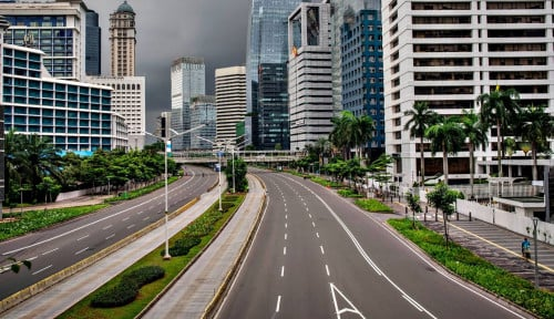 Foto Lengang, Hari Pertama PSBB Jalan Protokol di Jakarta Sepi!