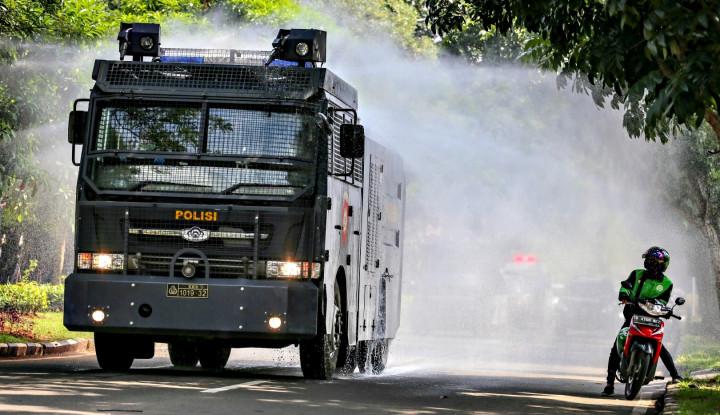 Umumnya Digunakan Buyarkan Demonstran, Water Canon Kini buat 'Usir' Corona - Warta Ekonomi