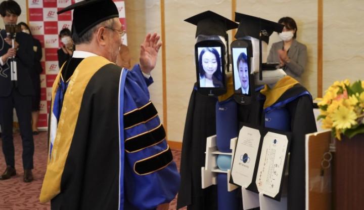 Unik bin Ajaib! Gegara Corona, Wisuda di Universitas Ini Diwakili 'Badan' Robot! - Warta Ekonomi