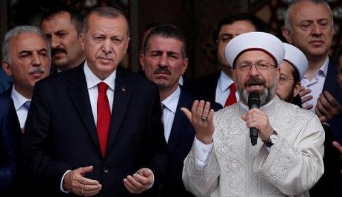Erdogan Bela Ulama Terbaik Turki yang Bilang Homoseksual Pembawa HIV