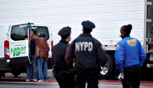 57 Polisi di New York Mengundurkan Diri karena Dua Rekannya Dipecat karena Dorong Manula