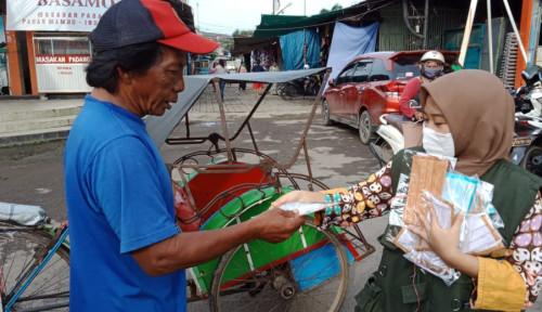 Lawan Corona, Pertamina Bagi-Bagi Masker di Indramayu