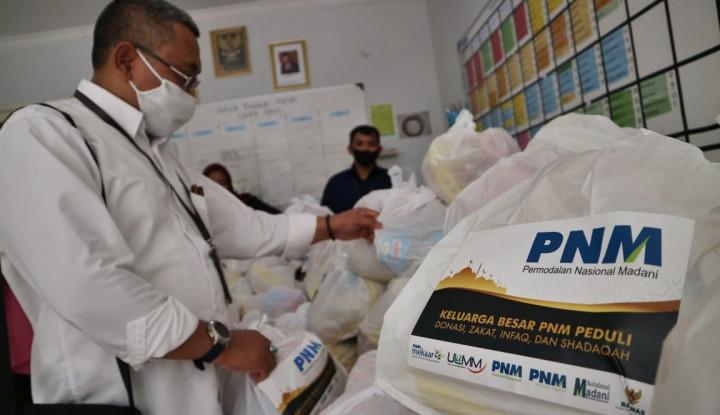 Bersama Baznas, Karyawan PNM Bagikan 25.000 Paket Sembako