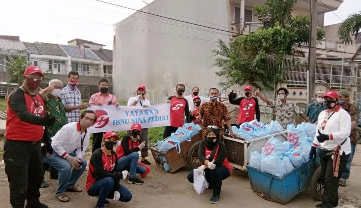 Tim Baksos Hands For Help Bagikan 350 Paket Sembako