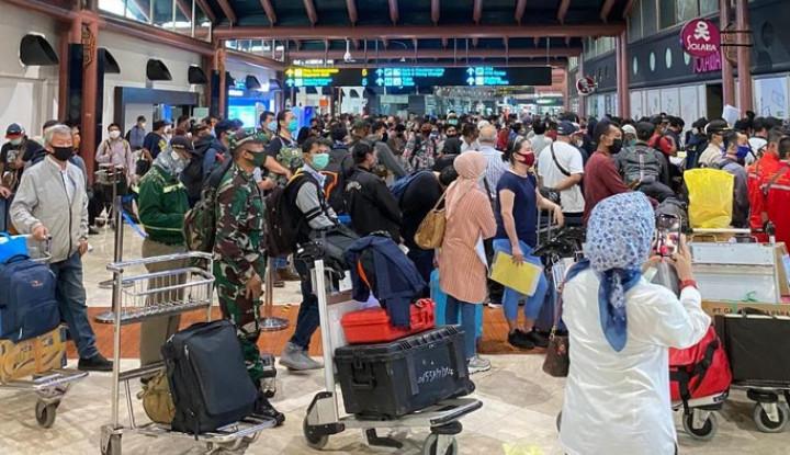 Bandara Soetta Sesak, Di Mana Pak Jokowi dan Opung Luhut?