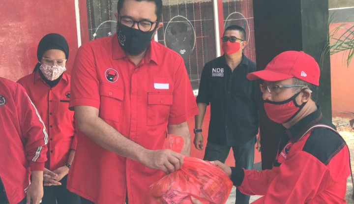 Lawan Covid-19, Giliran PDIP Jabar Bagikan 92 Ribu Paket Sembako