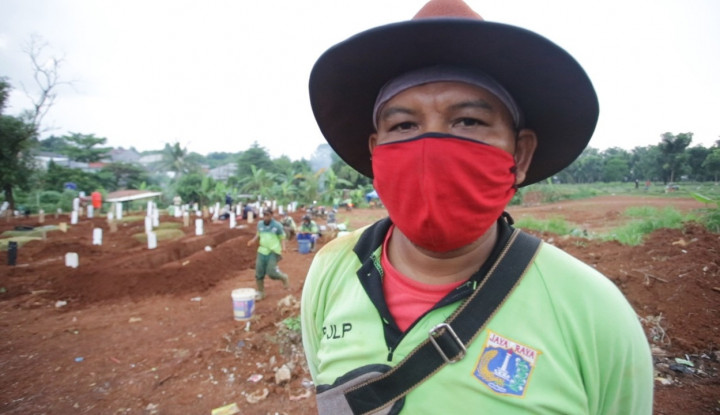 Kisah Tukang Gali Kubur, Makamkan 20 Jenazah Corona Perhari