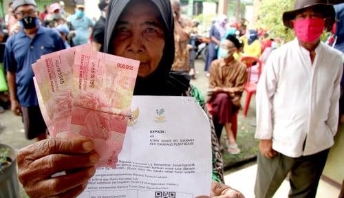 Sri Mulyani Klaim Bansos Mengerem Laju Angka Kemiskinan