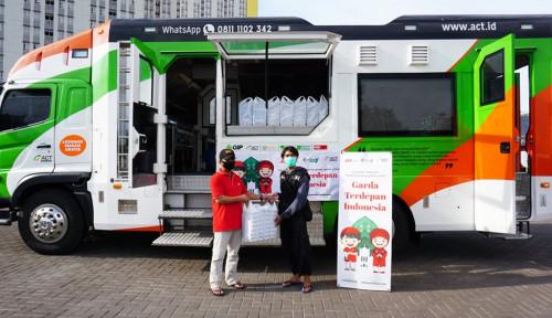 J&T Express Bagikan 2.000 Paket Makanan Berbuka bagi Tim Medis