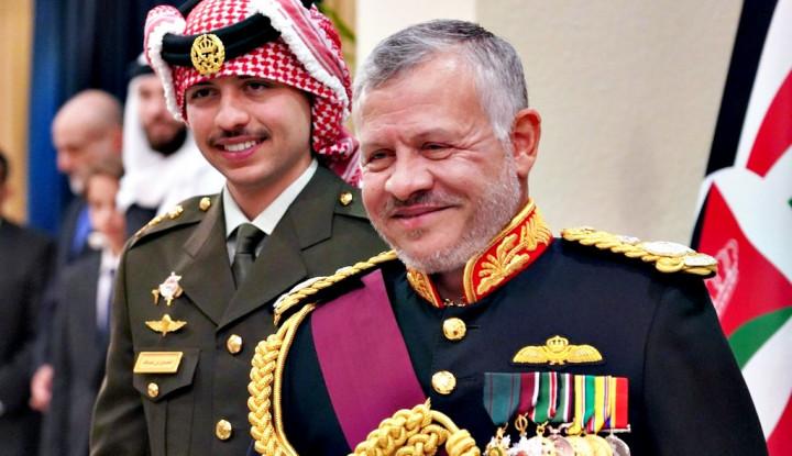 Raja Yordania Bertemu Presiden Prancis Bahas...