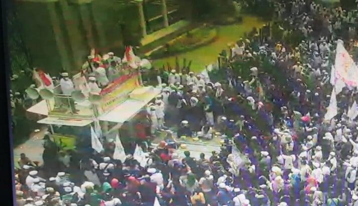 10.000 Pasukan Habib Rizieq Siap 'Serbu' Istana Siang Ini