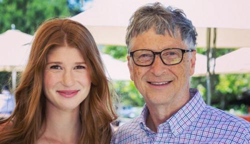 Foto Putri Bill Gates Divaksin Covid-19, Sindir Pedas Para Teori Konspirasi yang Serang Ayahnya