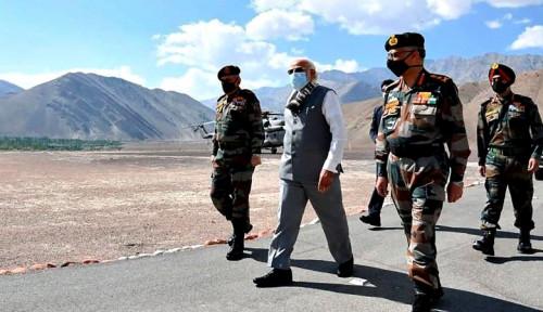 Mampir di Ladakh, Narendra Modi Kumpulkan Pasukan di Perbatasan