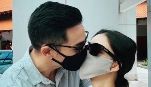 Momen Romatis Nana Mirdad Berciuman Saat Pandemi
