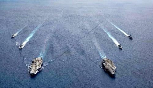 Mampir di Terusan Suez, Kapal Induk USS Eisenhower AS Kini Lanjut Memasuki Timur Tengah