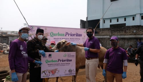 Bank Muamalat dan BMM Salurkan Hewan Kurban ke TPST Bantargebang