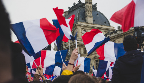Rakyat Prancis Kenang dan Beri Penghormatan pada Tewasnya Guru yang Diskusikan Karikatur Nabi