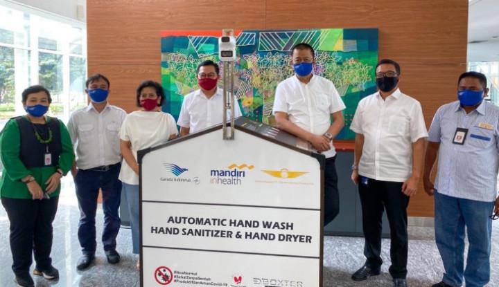 Mandiri Inhealth Serahkan Perlengkapan Sanitizer Untuk Garuda Indonesia