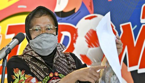 Emak-Emak Bela Bu Risma, Balai Kota Surabaya Dibanjiri Karangan Bunga