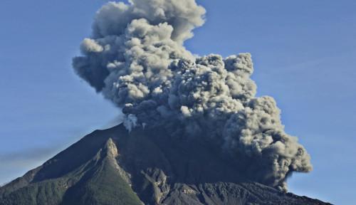 Gunung Sinabung Erupsi, Masyarakat dan Wisatawan Direlokasi