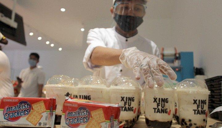 Pabrik Khong Guan Biscuit Ditutup Karena...