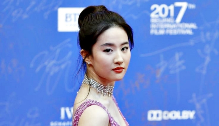 Liu Yifei Diperlakukan Sebagai Laki-Laki saat Syuting Mulan