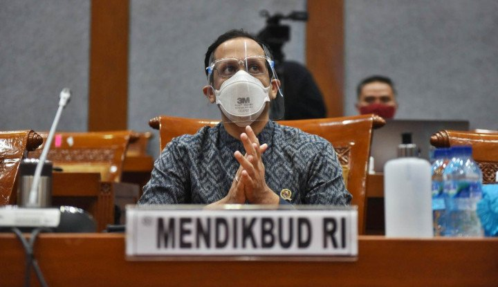 DPR Ikut-Ikutan Sentil Nadiem Makarim: Masukkan Frasa Agama Hukumnya Mutlak!