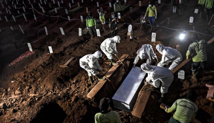 Di Jakarta, 100 Orang dalam Sehari Dimakamkan karena COVID