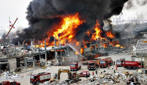 Pelabuhan Beirut Membara Lagi, Asap Tebal Bikin Warga Panik