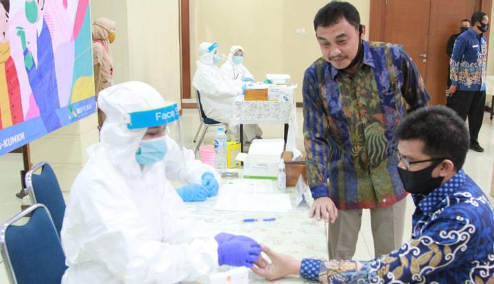 LPDB KUMKM Sumbang 600 Masker Medis untuk Puskesmas