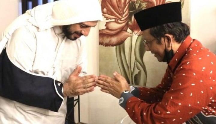 Anak Buah Rizieq Beberkan Modus Penusuk Syekh Ali Jaber Dilakukan Komunis Golongan...