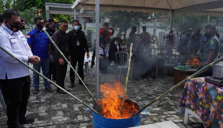 Lindungi Masyarakat, Bea Cukai Musnahkan Jutaan Batang Rokok Ilegal & Narkotika