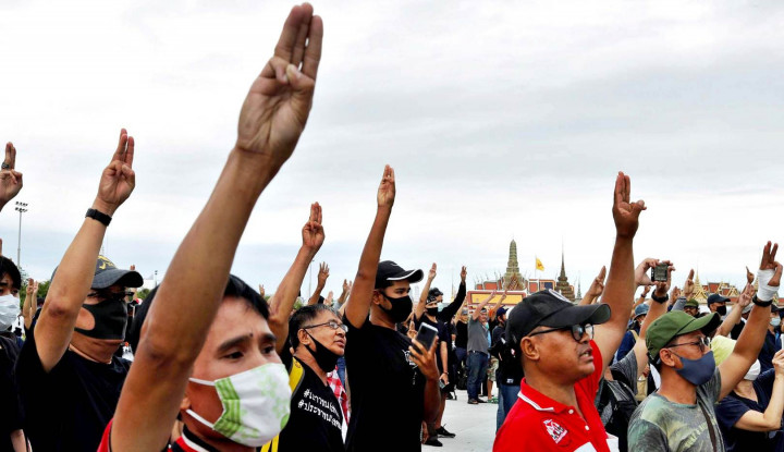 Demonstran Bawa Tuntutan ke DPR, Lampu Hijau Thailand Hapus Monarki?