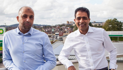 Foto Duitnya Gak Berseri! Dua Miliarder Muslim Ini Beli 71 Gerai Restoran Cepat Saji