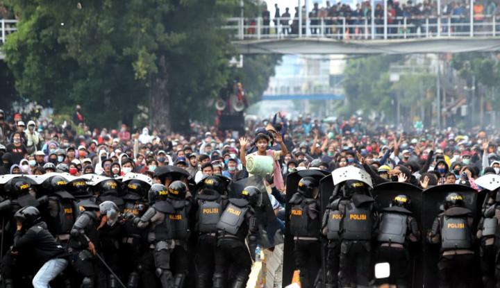 1.000-an Orang Ditangkap Buntut Demo Tolak Omnibus Law