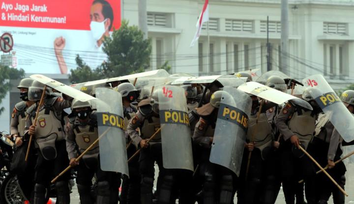 Delapan Polisi Dinyatakan Positif Corona usai Bertugas Amankan Demo Omnibus Law