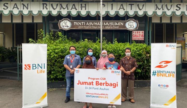 Pandemi Tak Surutkan BNI Life Berbagi Bantuan kepada Masyarakat