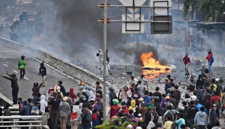 Pengamat Ini Malah Izinkan Negara Bersikap Otoriter Hadapi Pendemo Omnibus Law