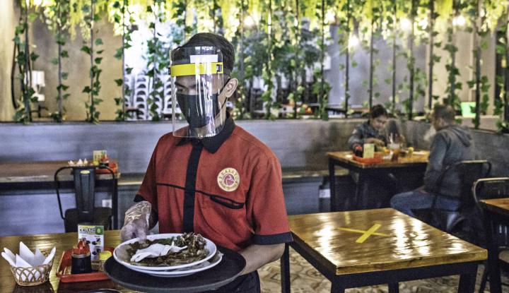 Perpanjang PSBB, Anies Bolehkan Makan di Tempat hingga Pukul 20.00 WIB