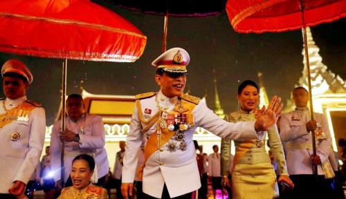 Foto Bukan Raja Salman, Ini Raja Terkaya di Dunia! Sayangnya, Banyak Skandal!