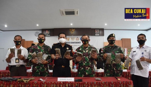 Bea Cukai dan TNI Tangkap 4 Orang Penyelundup 14 Kg Ganja di Perbatasan Papua