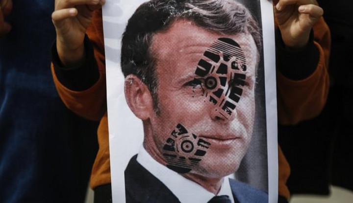 Macron Memohon-mohon Jangan Boikot Produk-produk Asal Prancis